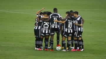 Com muitas limitações dentro e fora de campo, o Botafogo precisa melhorar sensivelmente para a Série B. Vasco e Cruzeiro também.