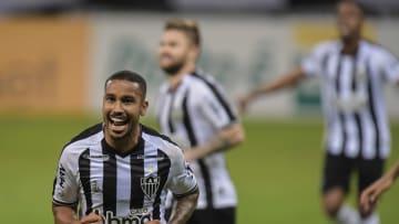 Jair comemorando gol do Galo diante do São Paulo