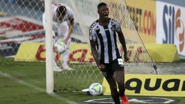 As negociações envolvendo Matheus Babi estavam sendo discutidas há meses. O atacante, ex-Botafogo, foi confirmado no Athletico-PR.