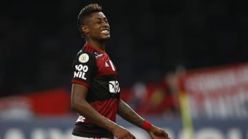 Grupo político do Flamengo questiona parceria do clube com a Havan.