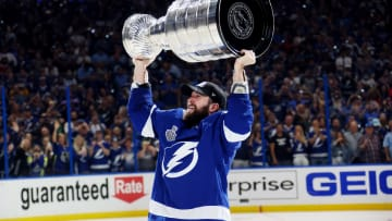 List NHL teams to win back-to-back Stanley Cups.