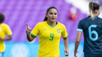 Brasil de Debinha venceu a Argentina por 3 a 1 no primeiro amistoso