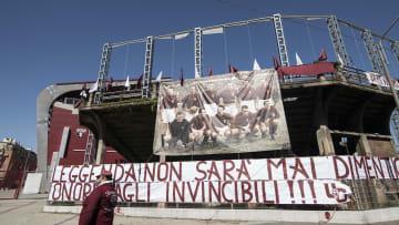 Lo striscione dedicato al Grande Torino