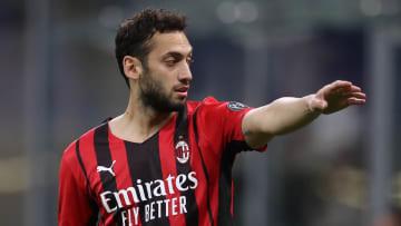 Hakan Calhanoglu wechselt in Mailand die Seiten