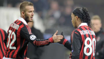 Beckham y Ronaldinho, reyes de la pelota parada