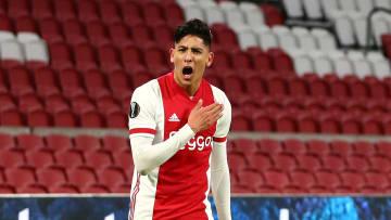 Edson Álvarez celebra un gol con el Ajax.