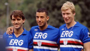Roberto Mancini, Gianluca Vialli and Oleksiy Mykhaylychenko pose in the 1990-92 Sampdoria kit