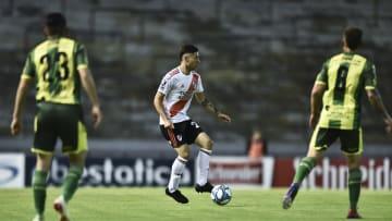 Aldosivi v River Plate - Superliga 2019/20 - Montiel controla la pelota.