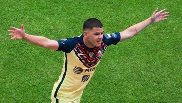 El jugador Richard Sánchez celebra un gol con el América.