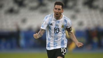 Craque argentino marcou um golaço de falta contra o Chile   Argentina v Chile: Group A - Copa America Brazil 2021