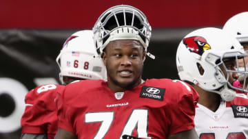A video reveals that Arizona Cardinals OT D.J. Humphries tried a hilarious trick against the Tampa Bay Buccaneers.