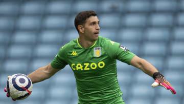 Aston Villa v Chelsea - Premier League - Emiliano Martínez, titular indiscutido para la Selección Argentina.