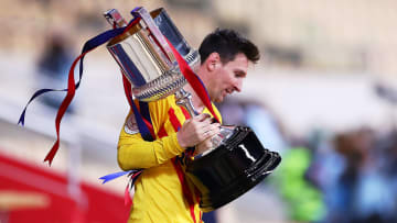 Endlich wieder ein Titel: Lionel Messi mit dem Königspokal