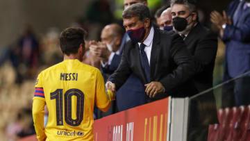 """Presidente do Barcelona se mostra otimista quanto ao futuro de Messi: """"Ele tem vontade de ficar'."""