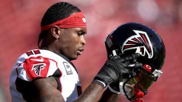 Jones tiene un tope salarial de más de $23 millones para el 2021 con los Falcons