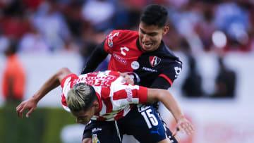 El Clásico Tapatío se pintó rojiblanco con la victoria de Chivas sobre Atlas por la mínima diferencia.