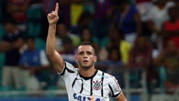 Renato Augusto e Giuliano ainda não têm data para estrear no Corinthians. Veja.