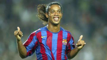 Ronaldinho, Pelé, CR7, Messi e outras lendas: veja 30 comemorações que marcaram época no futebol.