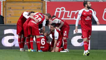 Fatih Karagümrük oyuncularının gol sevinci