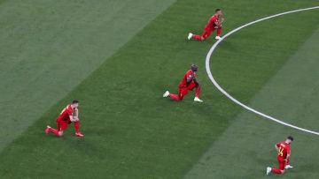 Les joueurs belges ainsi que l'arbitre ont posé un genou à terre avant la rencontre.
