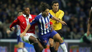 Benfica's Manuel Fernandes (L) tackles F