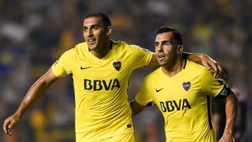 Boca Juniors v Newell's Old Boys - Superliga 2017/18 - Ramón Ábila y Carlos Tevez.