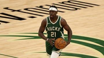 Jrue Holidau es el base armador titular de los Milwaukee Bucks