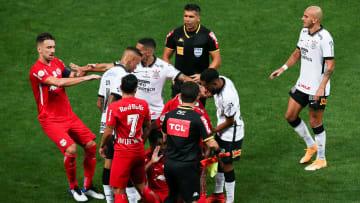 Corinthians e RB Bragantino medem forças em busca da sua segunda vitória no Brasileirão Série A.
