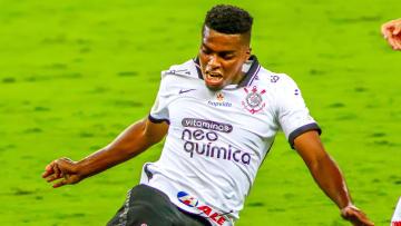 """Jemerson quer continuar no Corinthians, mas sua permanência não é garantida: """"Um dia de cada vez""""."""
