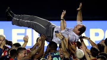 Com título com o Flamengo, Rogério Ceni entrou para um seleto grupo de atletas que conquistaram o Brasileirão como jogador e treinador. Veja.