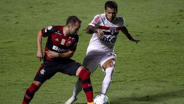 Daniel Alves e Everton Ribeiro são nomes importantes da lista