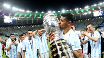 Brazil v Argentina: Final - Copa America Brazil 2021 - Cristian Romero besa la Copa América.