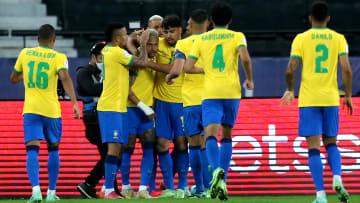 Brasil e Peru se enfrentam pelas semifinais da Copa América.