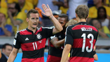 Weltmeister unter sich: Miroslav Klose klatscht Thomas Müller ab