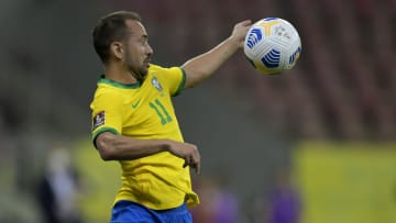 Everton Ribeiro, mais uma vez, está entre os relacionados