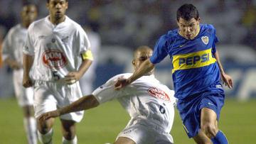 Carlos Tevez (R) of Boca Juniors of Arge