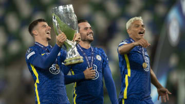 Mason Mount, Ben Chilwell et Thiago Silva célèbrent leur victoire en Supercoupe face à Villarreal.