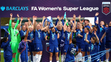 Chelsea celebrating their 2020/21 title win
