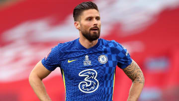 Olivier Giroud is staying at Chelsea