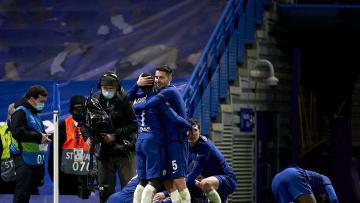 Los jugadores del Chelsea celebran el 2-0 de Mount ante el Real Madrid