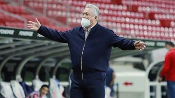 Víctor Manuel Vucetich no tuvo un buen arranque con Chivas