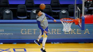 Curry jugó fútbol en los calentamientos