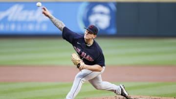 Zach Plesac mantuvo sin innings a Seattle hasta el inning 8