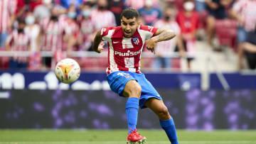 Club Atletico de Madrid v Elche CF - La Liga Santander - Correa ya está rematando al gol.