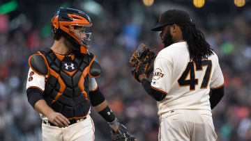 Buster Posey (L) and Johnny Cueto (R) talking on the mound