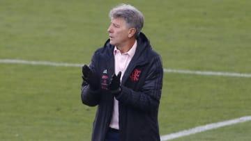 Kenedy apresenta melhora em níveis físicos e se aproxima se estreia pelo Flamengo; atacante em breve vai estar à disposição de Renato Gaúcho.