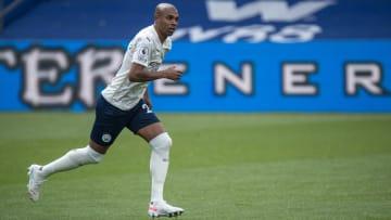 Volante será o primeiro brasileiro a erguer troféu da Premier League