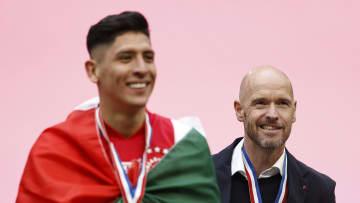 Edson Álvarez y su entrenador, Erik ten Hag