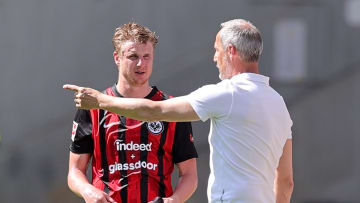Eintracht-Coach Adi Hütter (r.) und sein Abwehrchef Martin Hinteregger