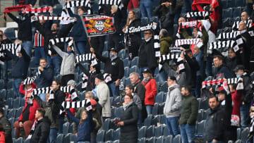 Fans von Eintracht Frankfurt im Stadion.